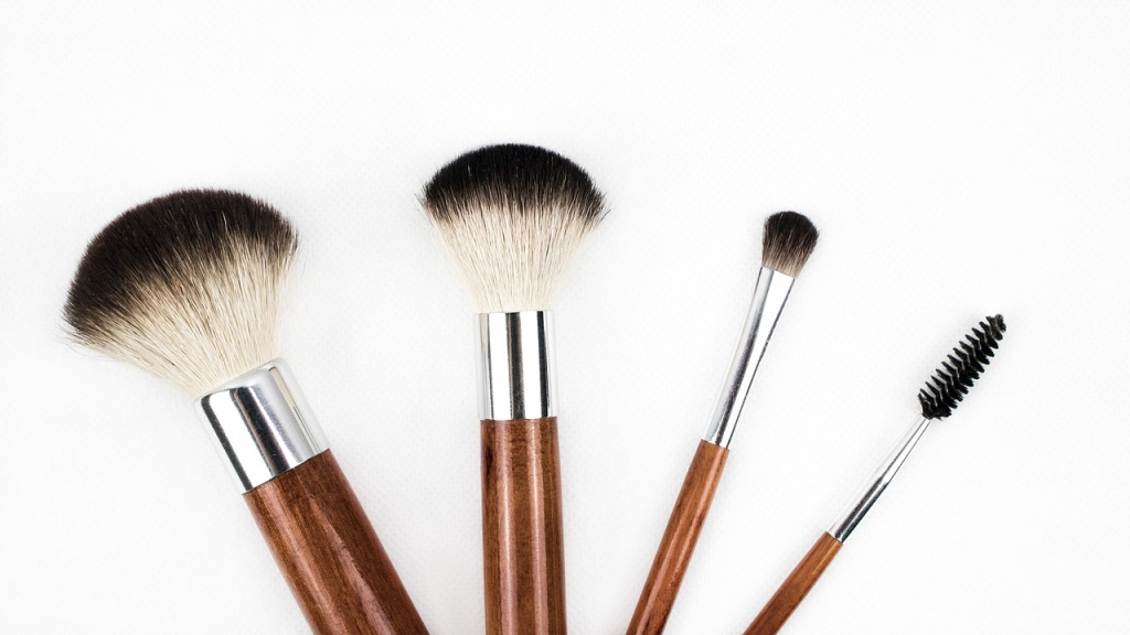makeup-brush-1746322_1280.jpg