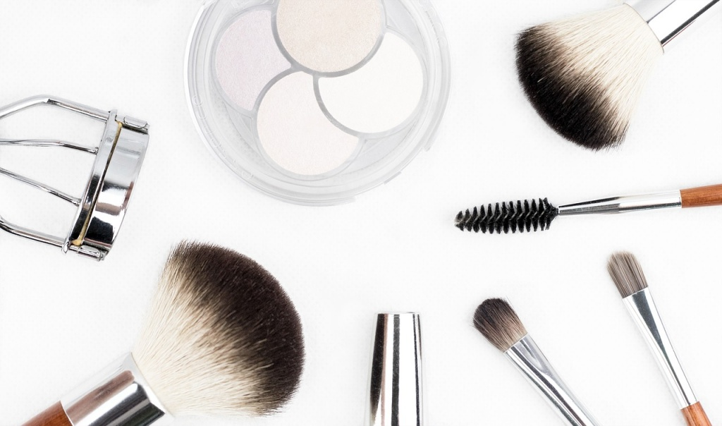 makeup-brush-1768790_1280.jpg